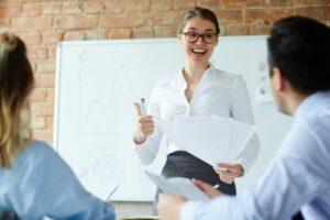 با این 9 روش مهارت های ارتباطی خود را بهبود دهید.