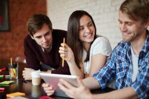 سوالاتی دوستانه برای شکل دادن روابط قوی در محل کار