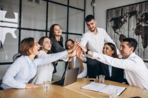 مدیران موفق با این 8 روش به کارمندان خود انگیزه می دهند.