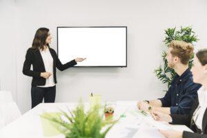 6 راه برای پویایی خانمها در محیط کار