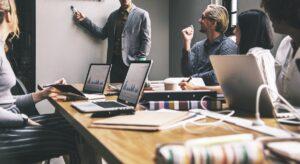 کارمندان به طور طبیعی به چه مدیرانی اعتماد میکنند؟