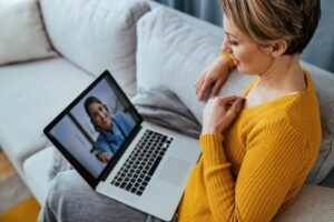 3 کاری که در مکالمات ویدیویی مدیریت شما را تحت تاثیر قرار می دهد.